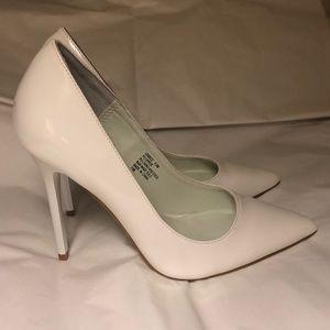 Barely worn white pumps